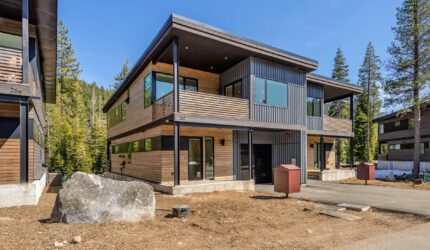 Mountain Modern and luxurious new construction in Squaw Valley
